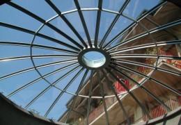Lucernario a cupola con vetro temperato e stratificato di sicurezza