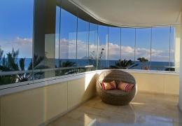 Balcone con vetri a pacchetto