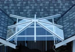 Tettoia con vetro temperato e stratificato