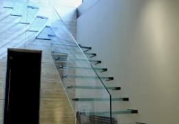 Balaustra strutturale e gradini in vetro temperato e stratificato