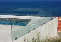 Parapetto piscina con supporti in acciaio