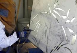 Decorazioni effettuate mediante la sabbiatura del vetro