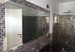 Specchio incassato nel mosaico